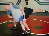 تصویر آموزش روش شکستن گردن در دفاع شخصی